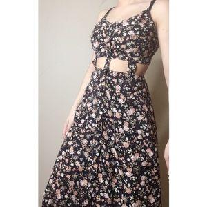 Maxi dress - Black w/ flower details
